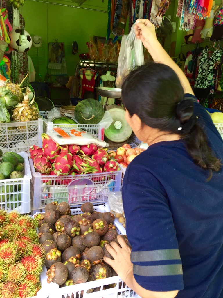 Buying Mangosteen